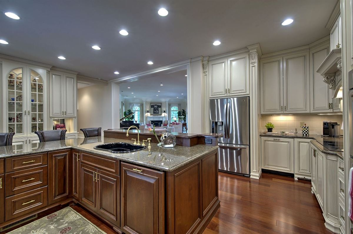 Spectacular estate nestled on 8.51 acres luxury properties