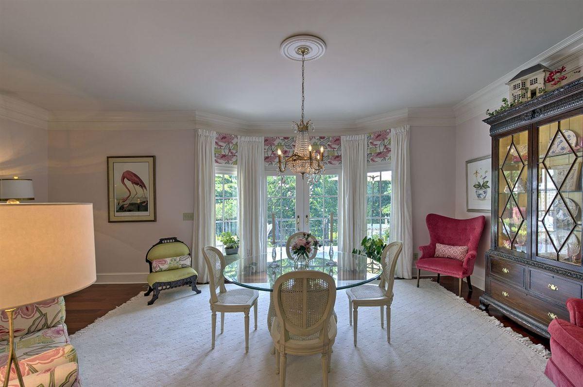 Mansions Spectacular estate nestled on 8.51 acres