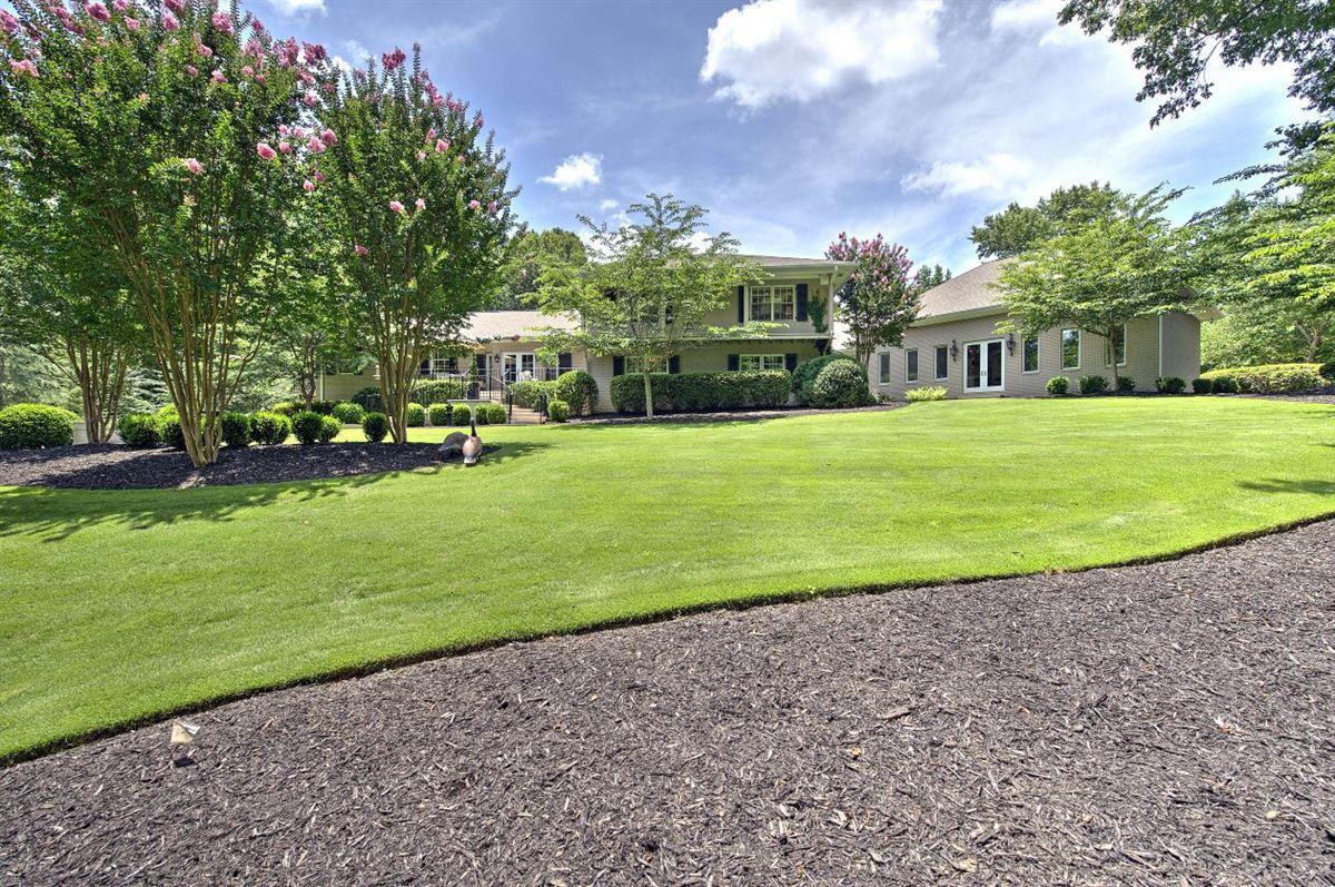 Mansions in Spectacular estate nestled on 8.51 acres