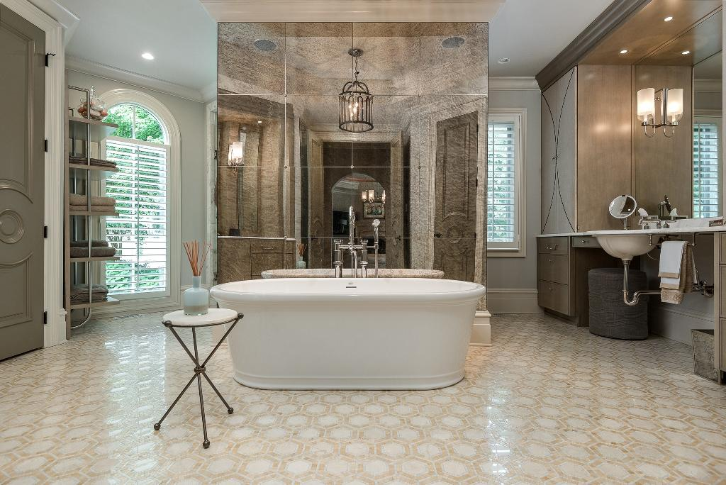 Luxury real estate Exquisite Lake Norman Waterfront