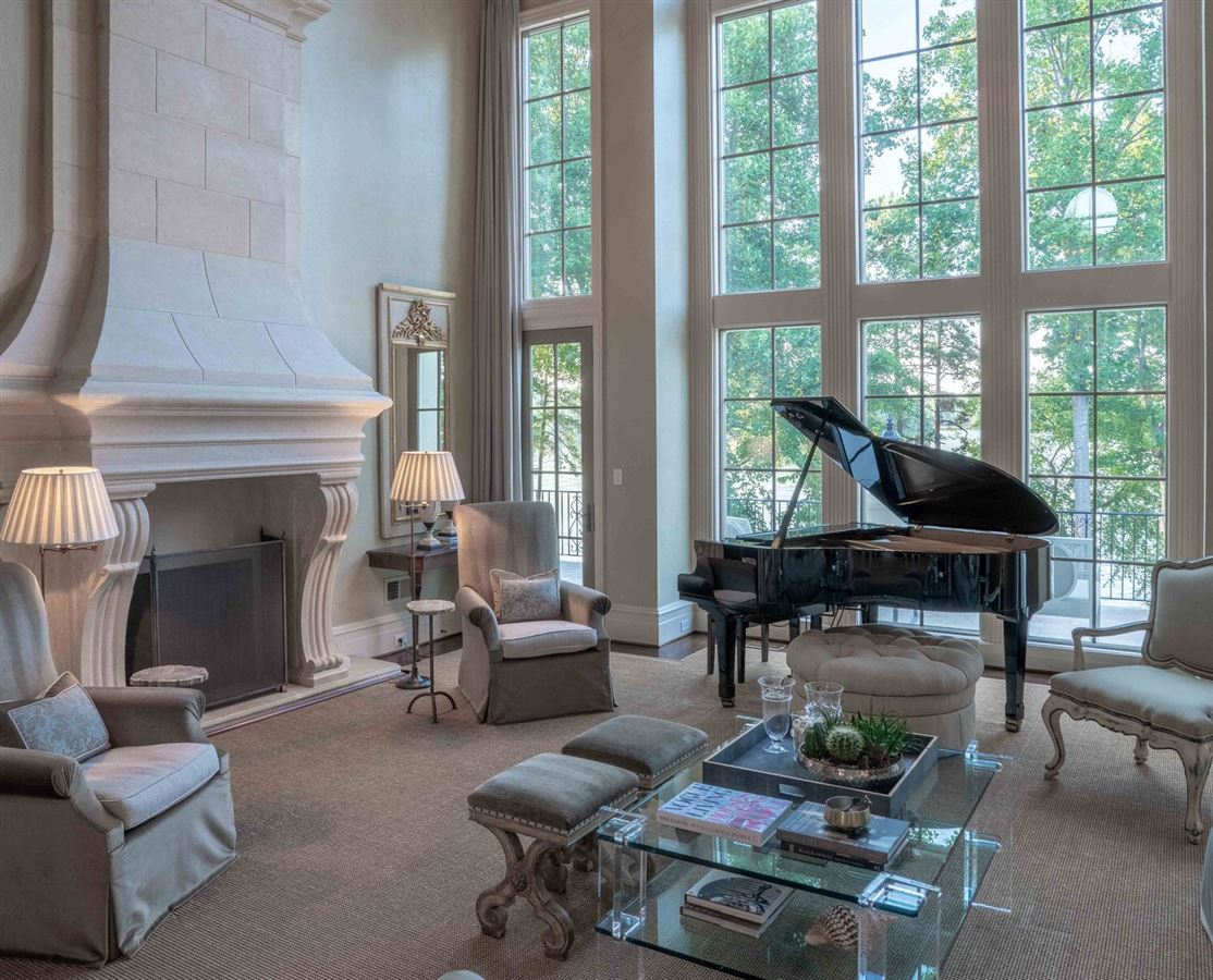 Luxury homes Exquisite waterfront residence in The Point