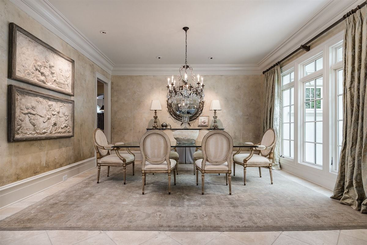 Luxury real estate Exquisite waterfront residence in The Point