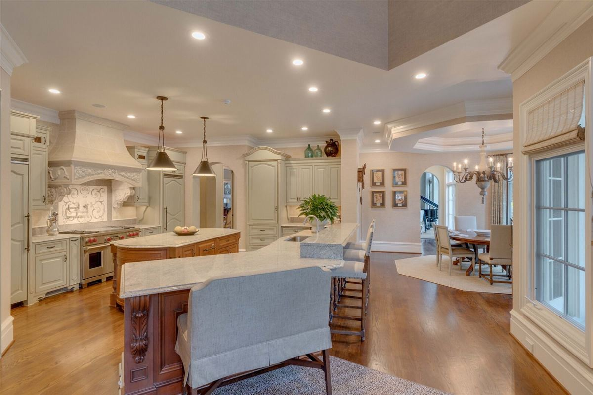 Luxury properties Exquisite waterfront residence in The Point