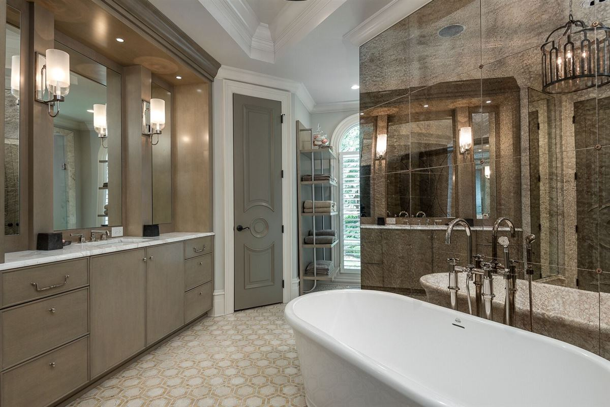 Luxury homes in Exquisite waterfront residence in The Point