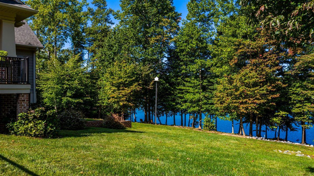Luxury properties luxury Lake life