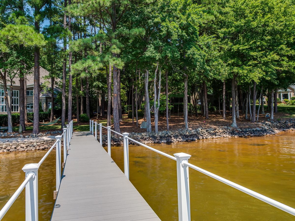 Luxury homes Amazing lake level waterfront home