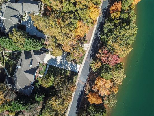 Luxury homes Lake living at its finest