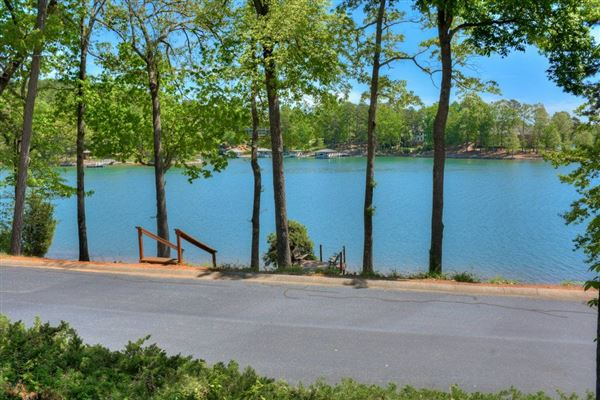 Lake living at its finest luxury homes