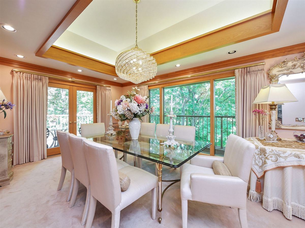 Luxury real estate gorgeous executive retreat in a beautiful setting
