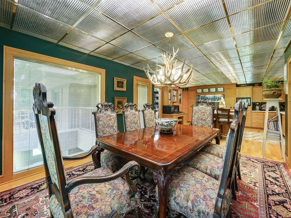 Luxury properties gorgeous executive retreat in a beautiful setting
