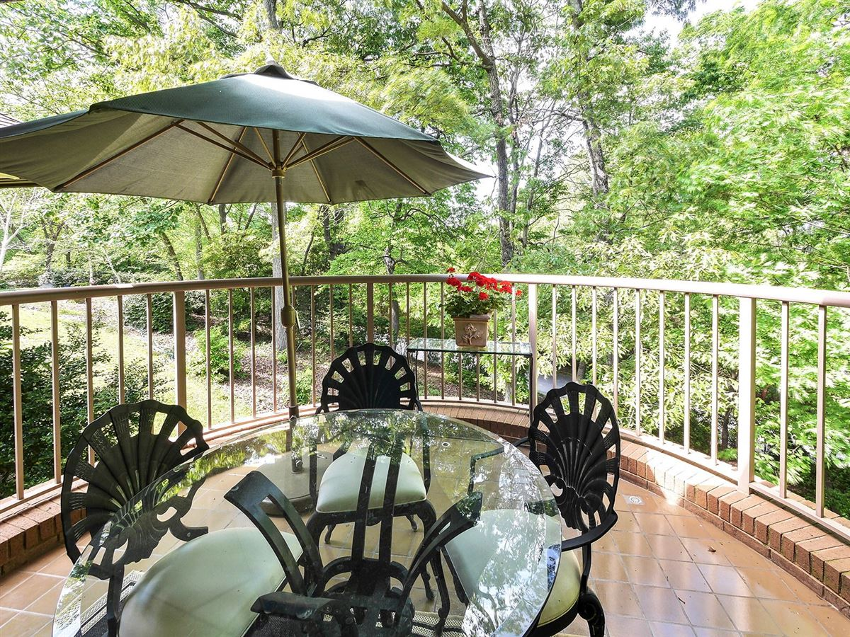 gorgeous executive retreat in a beautiful setting luxury properties