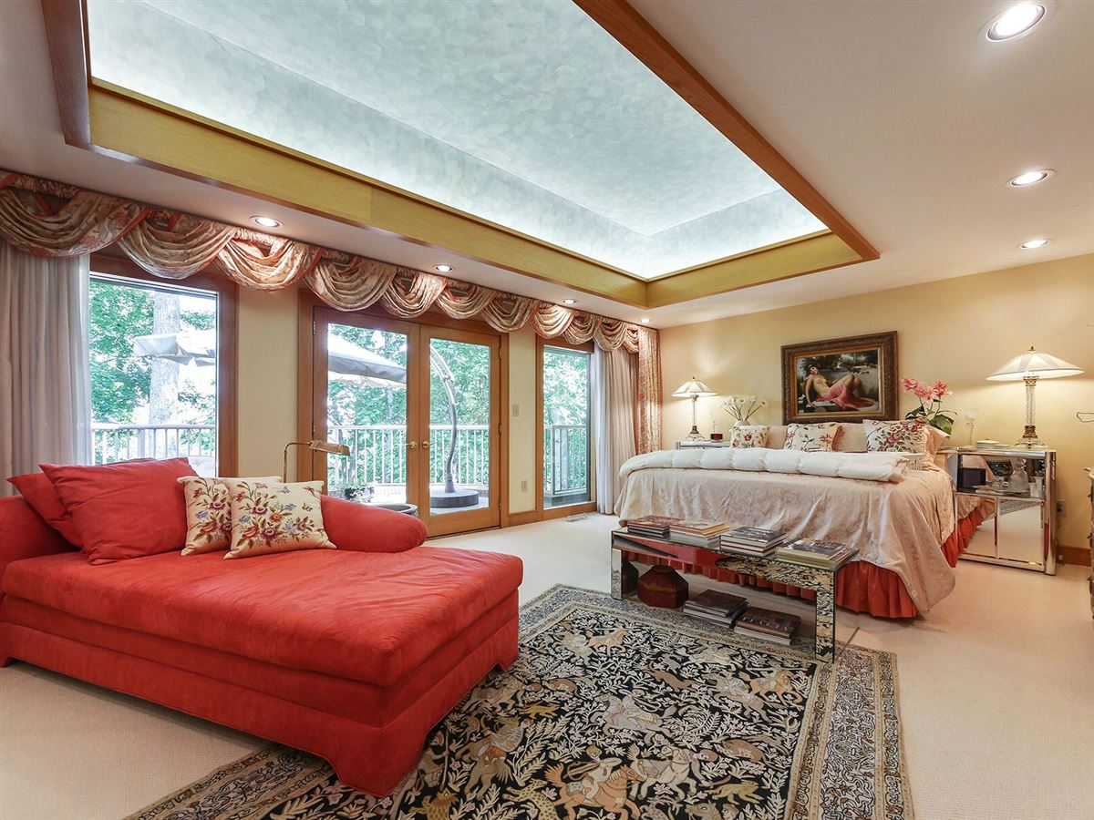 Mansions in gorgeous executive retreat in a beautiful setting
