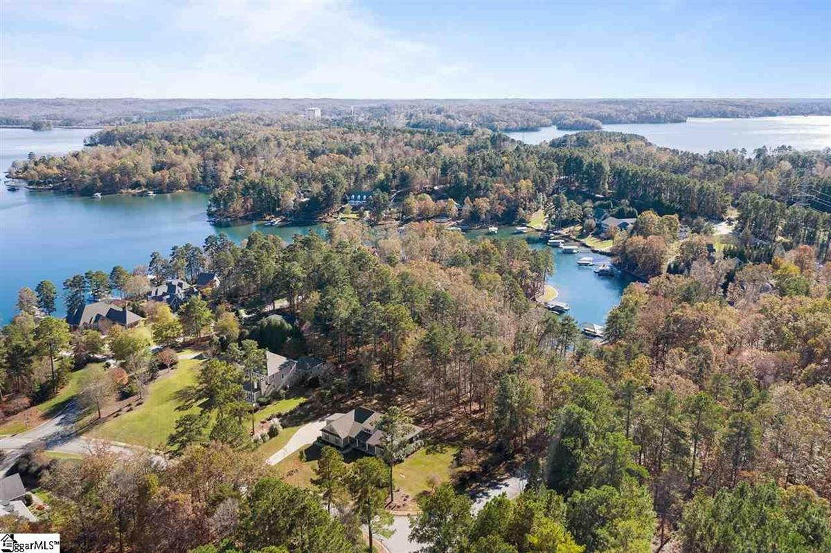 LAKE KEOWEE SHOWCASE HOME luxury real estate