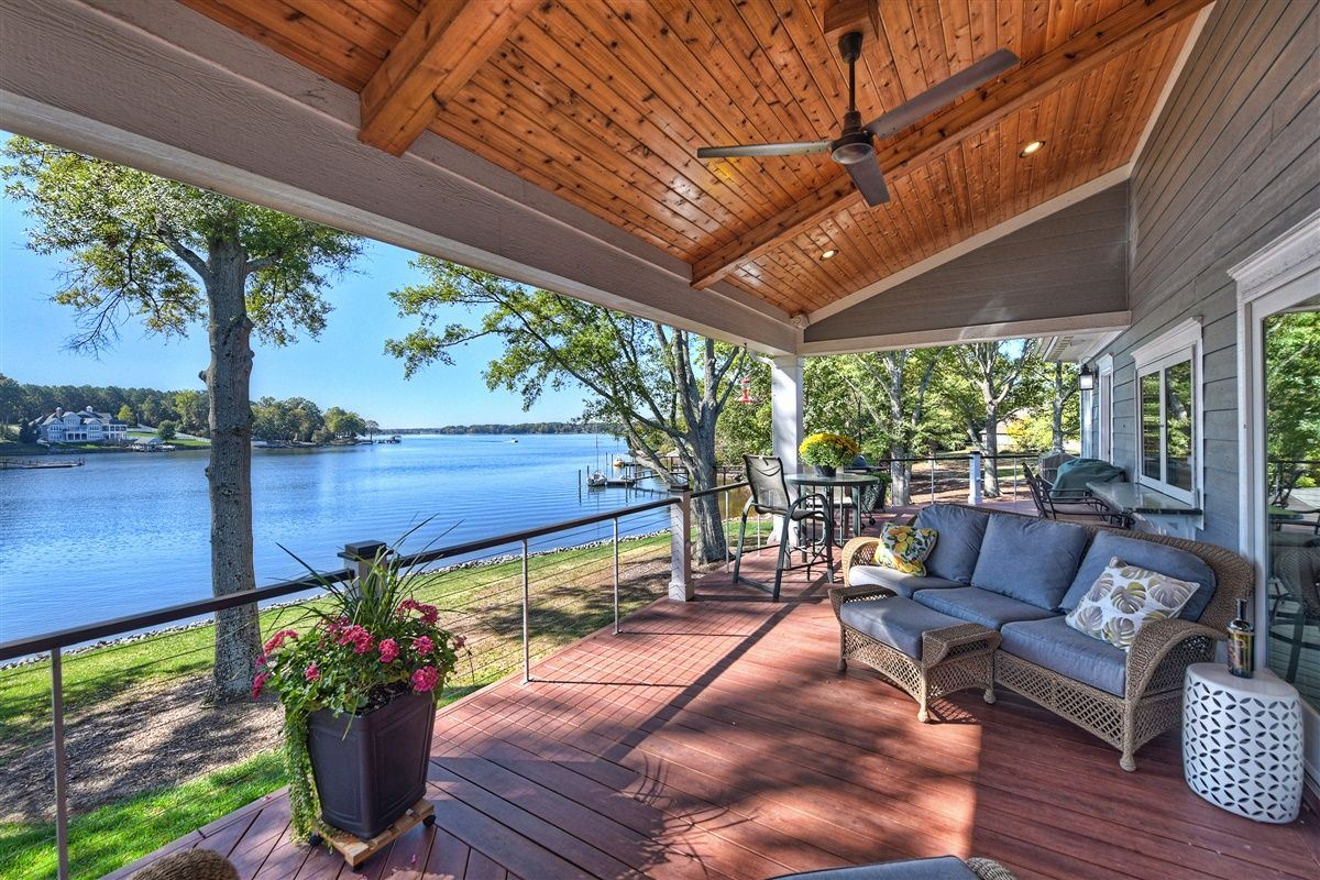 Luxury homes in Spacious waterfront home