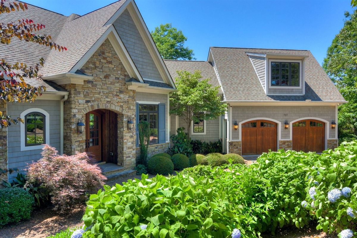Luxury homes welcome home to 727 Clearlake Pointe