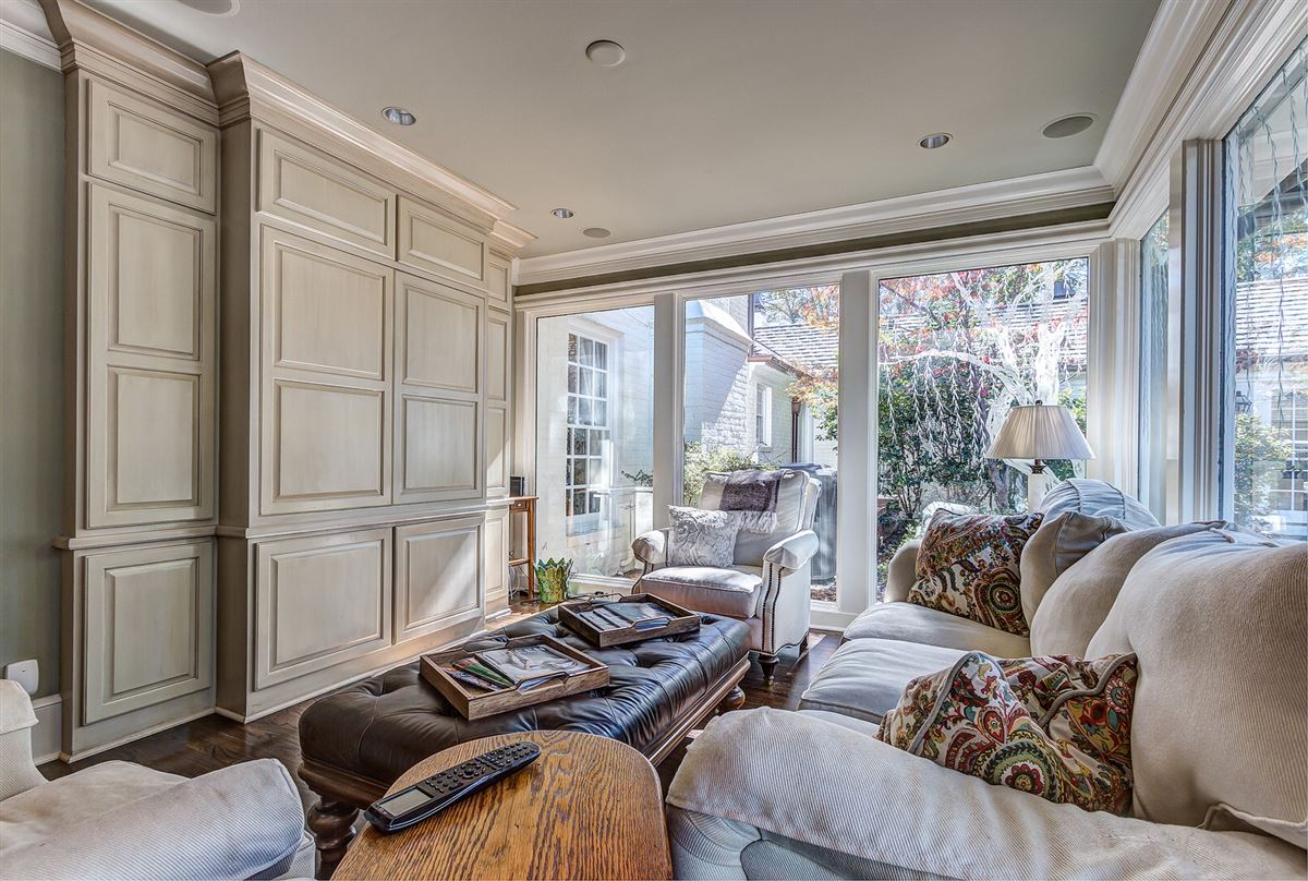 Luxury homes desirable address in the heart of South Park