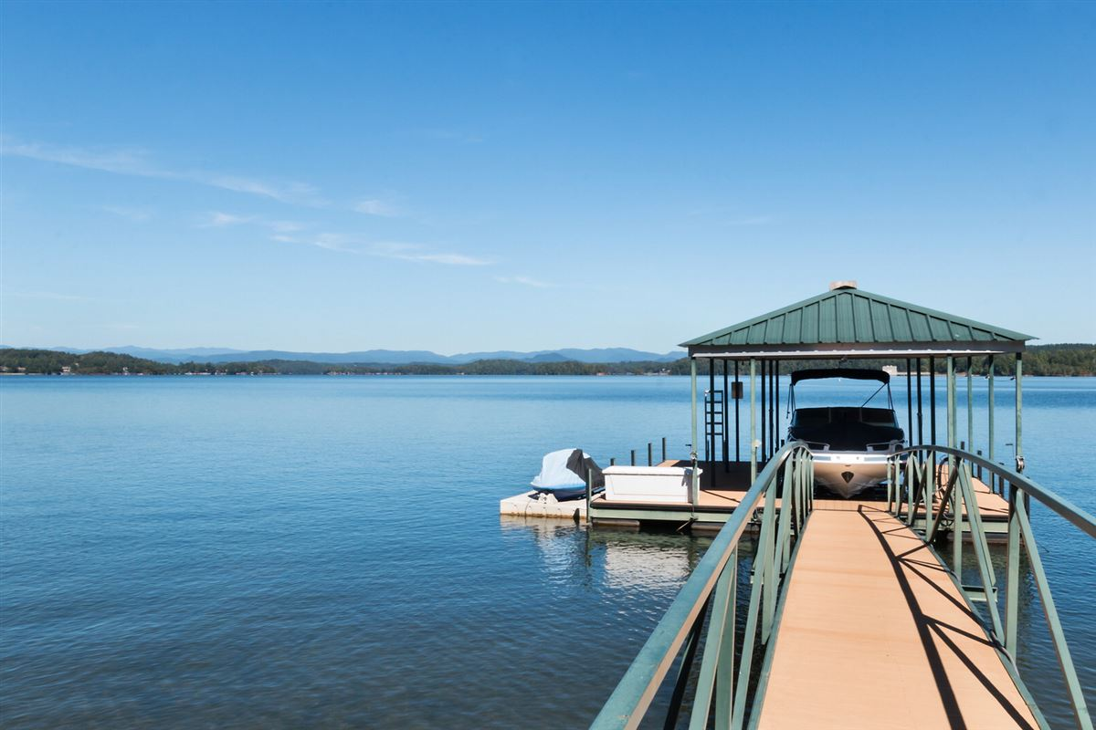 Quality craftsman waterfront living luxury homes