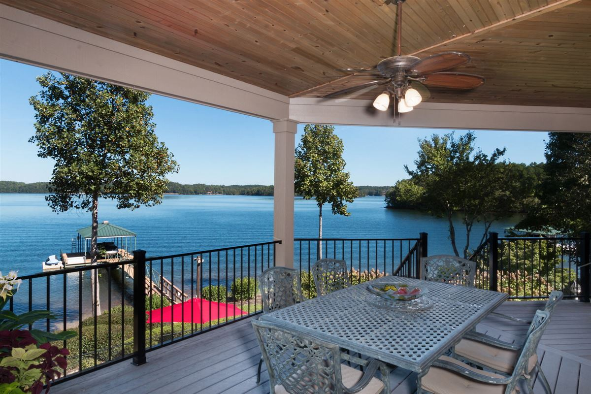 Mansions Quality craftsman waterfront living