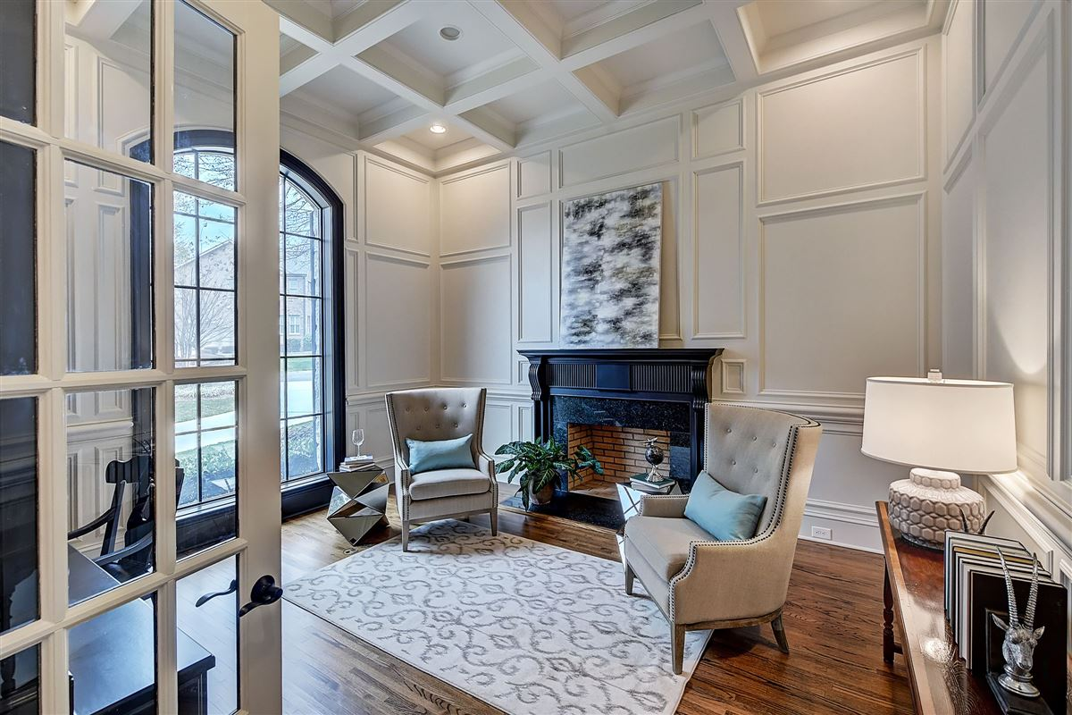 Luxury real estate magnificent Lake Norman Waterfront Estate