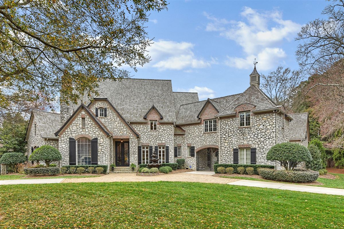 Luxury homes magnificent Lake Norman Waterfront Estate