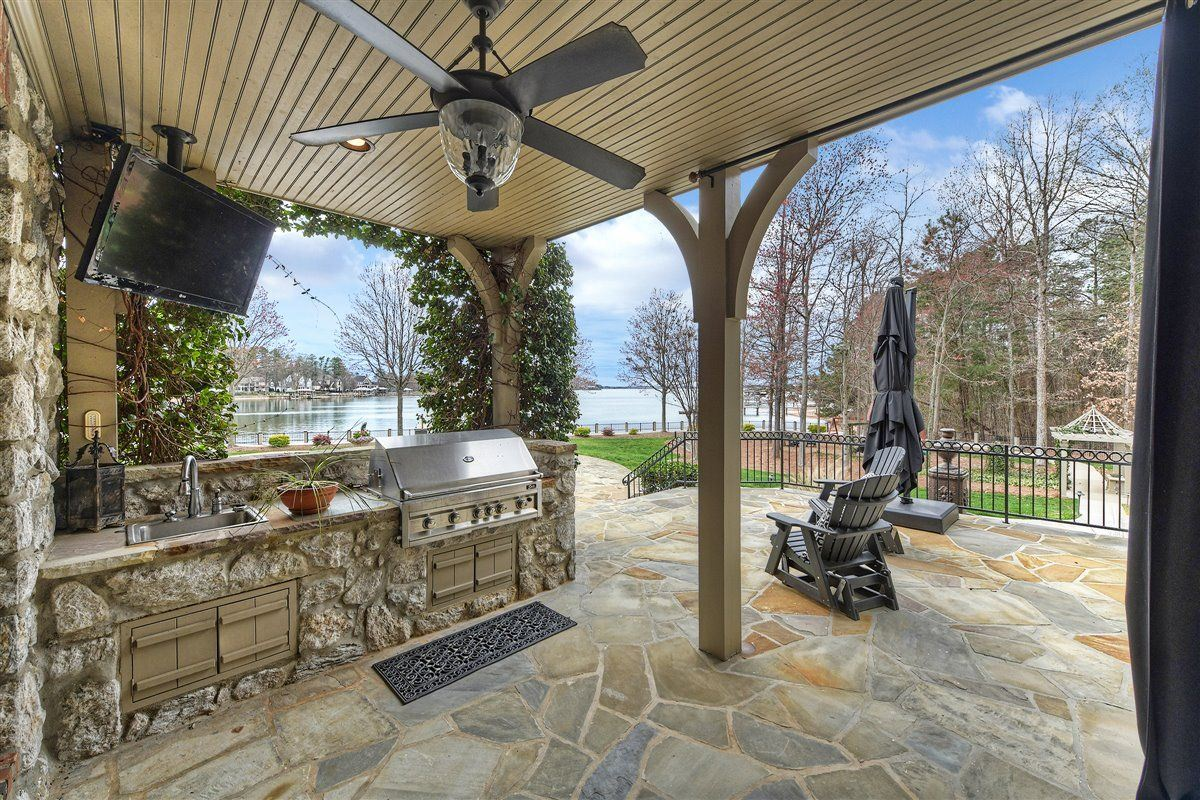 Mansions in magnificent Lake Norman Waterfront Estate