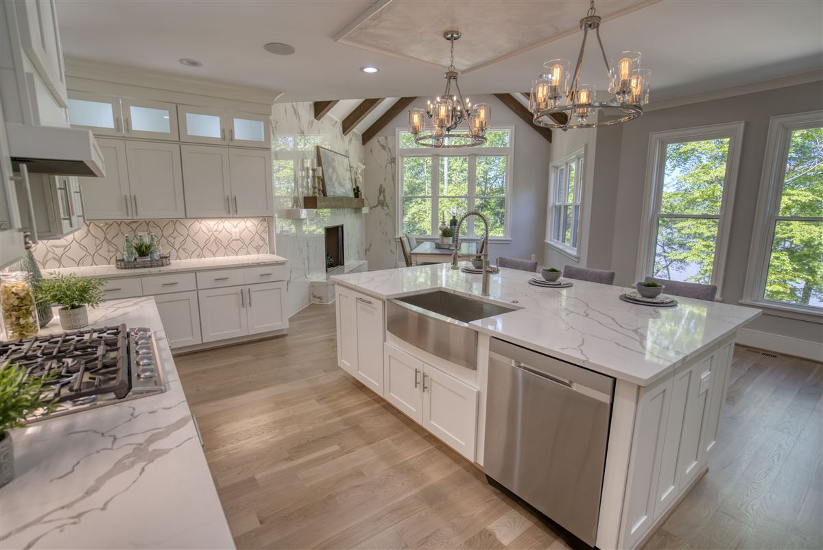 Mansions Gorgeous new limestone waterfront home