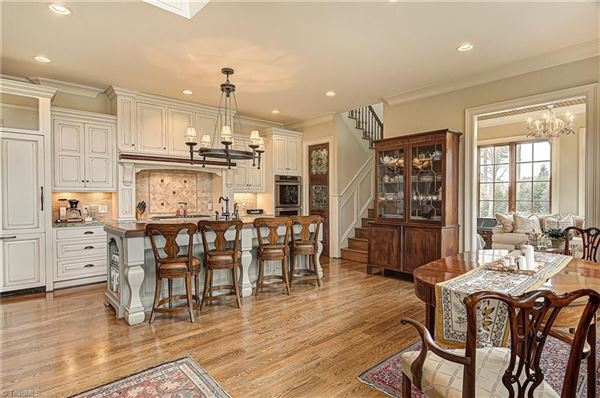 Mansions Filled with antique elements, exceptional finishes, andcomfortable elegance