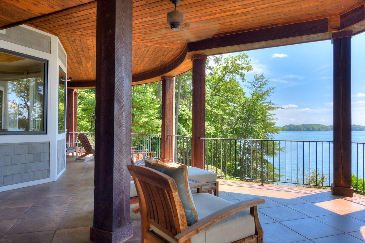 Luxury properties A private peninsula in seneca