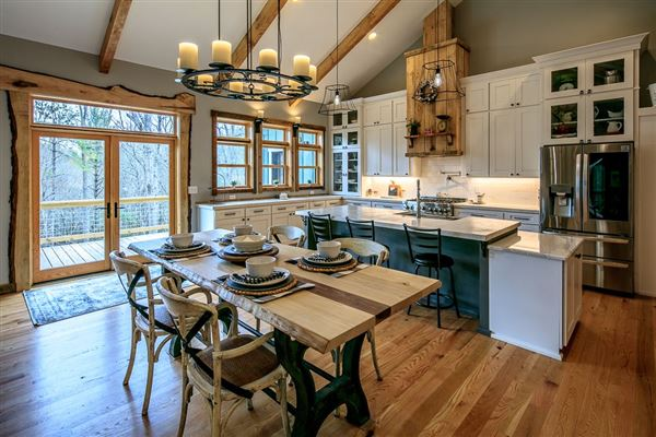 Luxury homes in CRANBERRY WOODS RETREAT