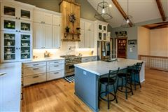Luxury homes CRANBERRY WOODS RETREAT