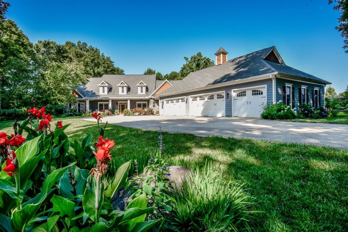 Luxury real estate Absolutely stunning home on 20 acres