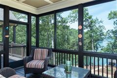 Luxury homes Like-new custom waterfront residence