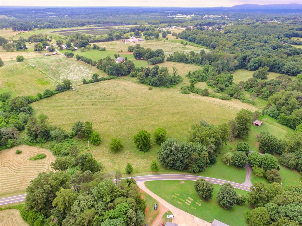 Luxury homes great location for parcels in hiddenite