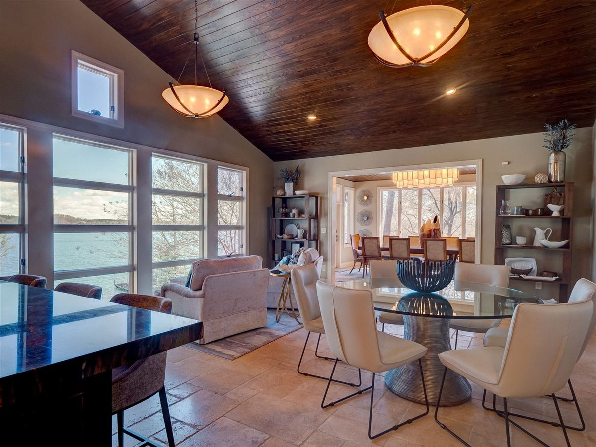 Luxury homes in A Beauty on lake keowee