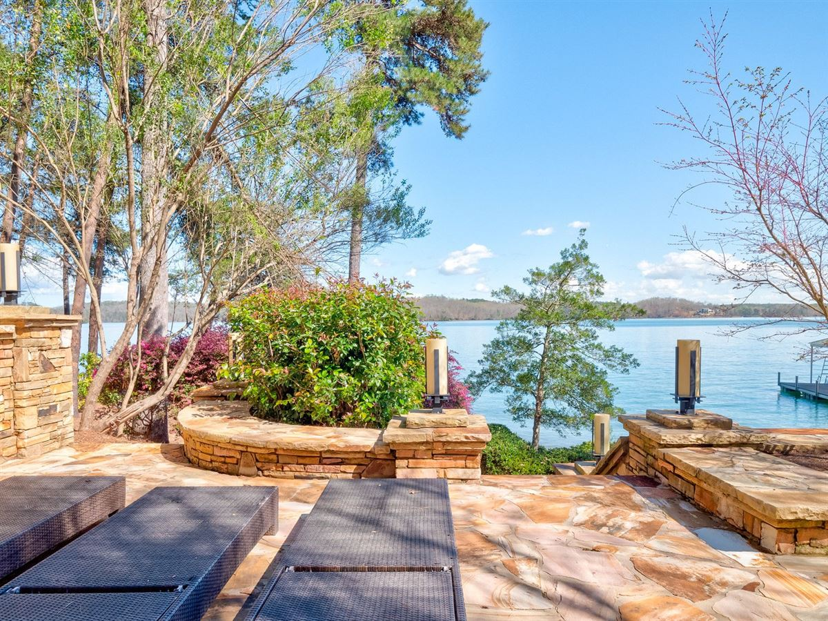 A Beauty on lake keowee luxury properties