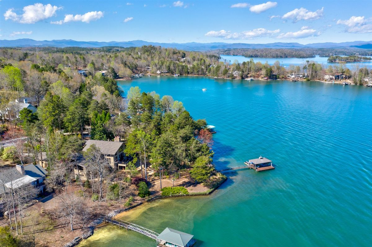 A Beauty on lake keowee mansions