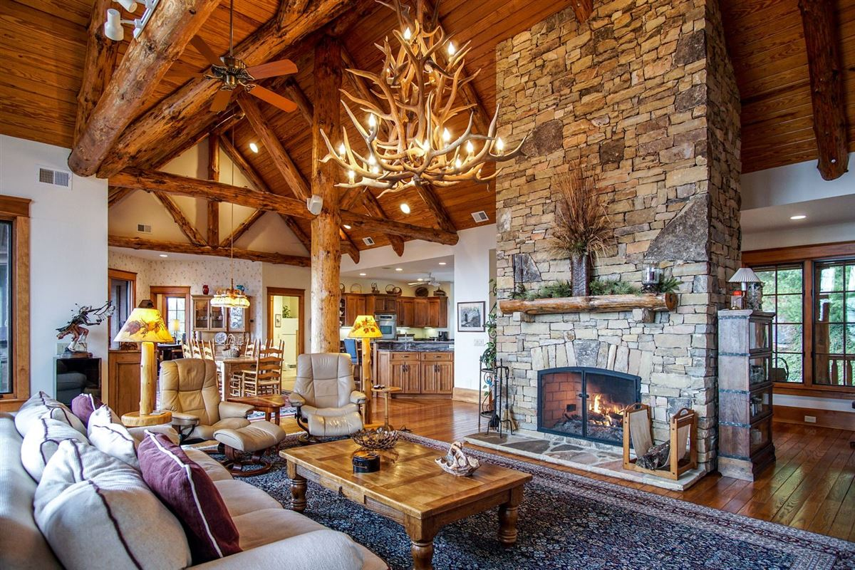 a gorgeous western-style mountain lodge  luxury homes