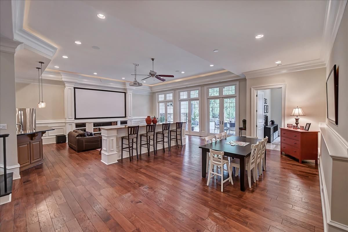 Mansions in Luxury Entertaining Home in the Heart of South Park