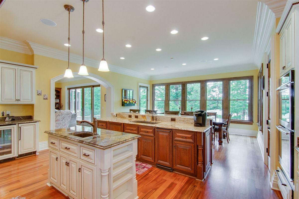 Luxury real estate Exquisite custom built home on High Rock Lake
