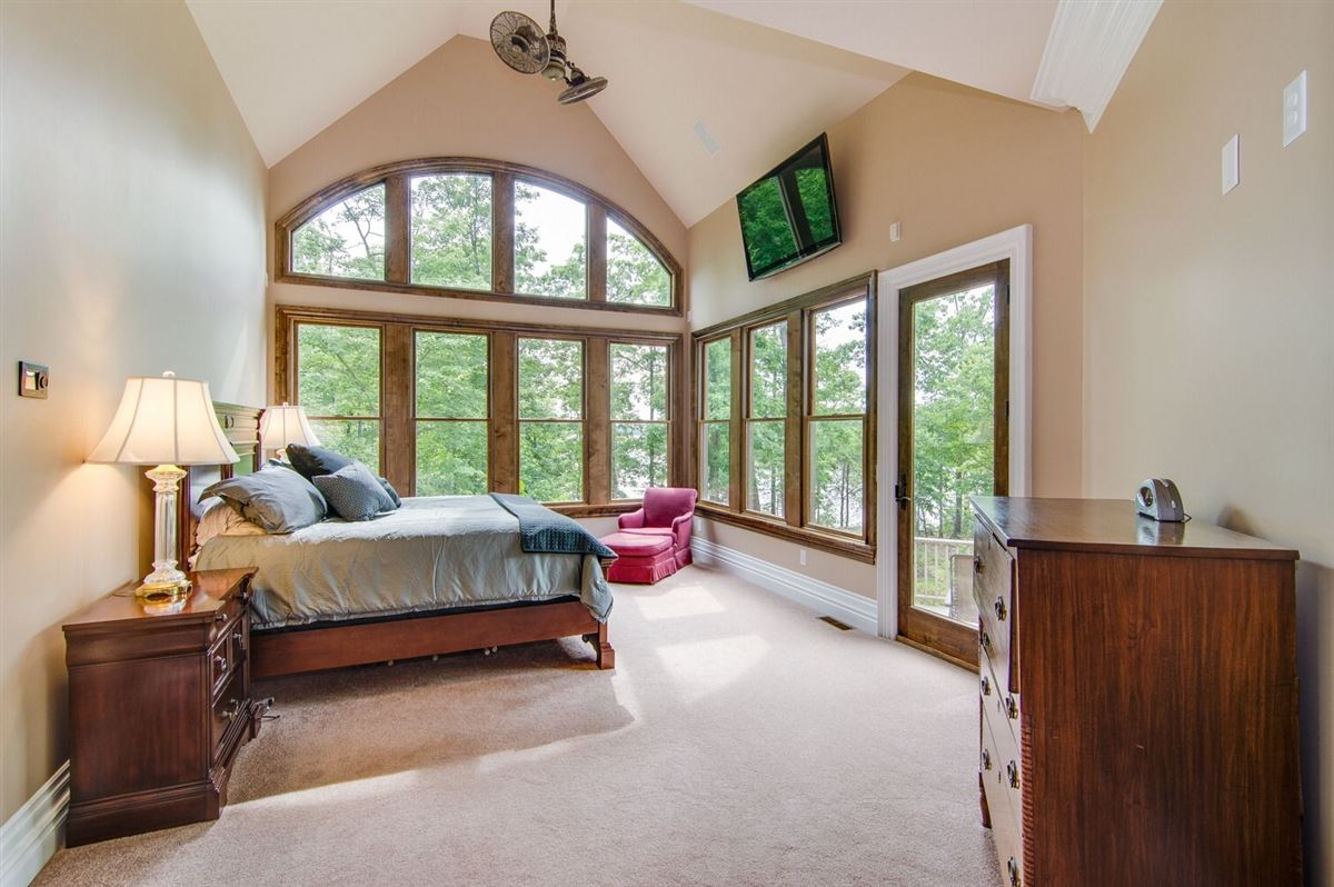 Mansions in Exquisite custom built home on High Rock Lake