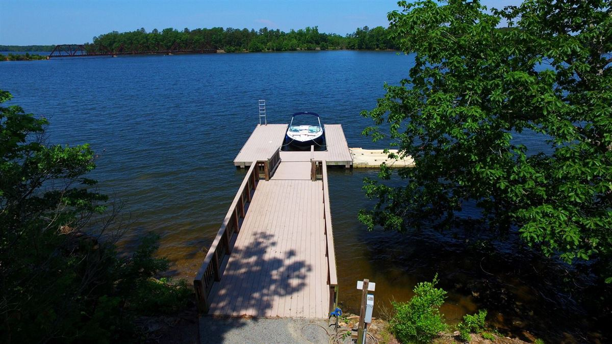 Luxury homes Exquisite custom built home on High Rock Lake