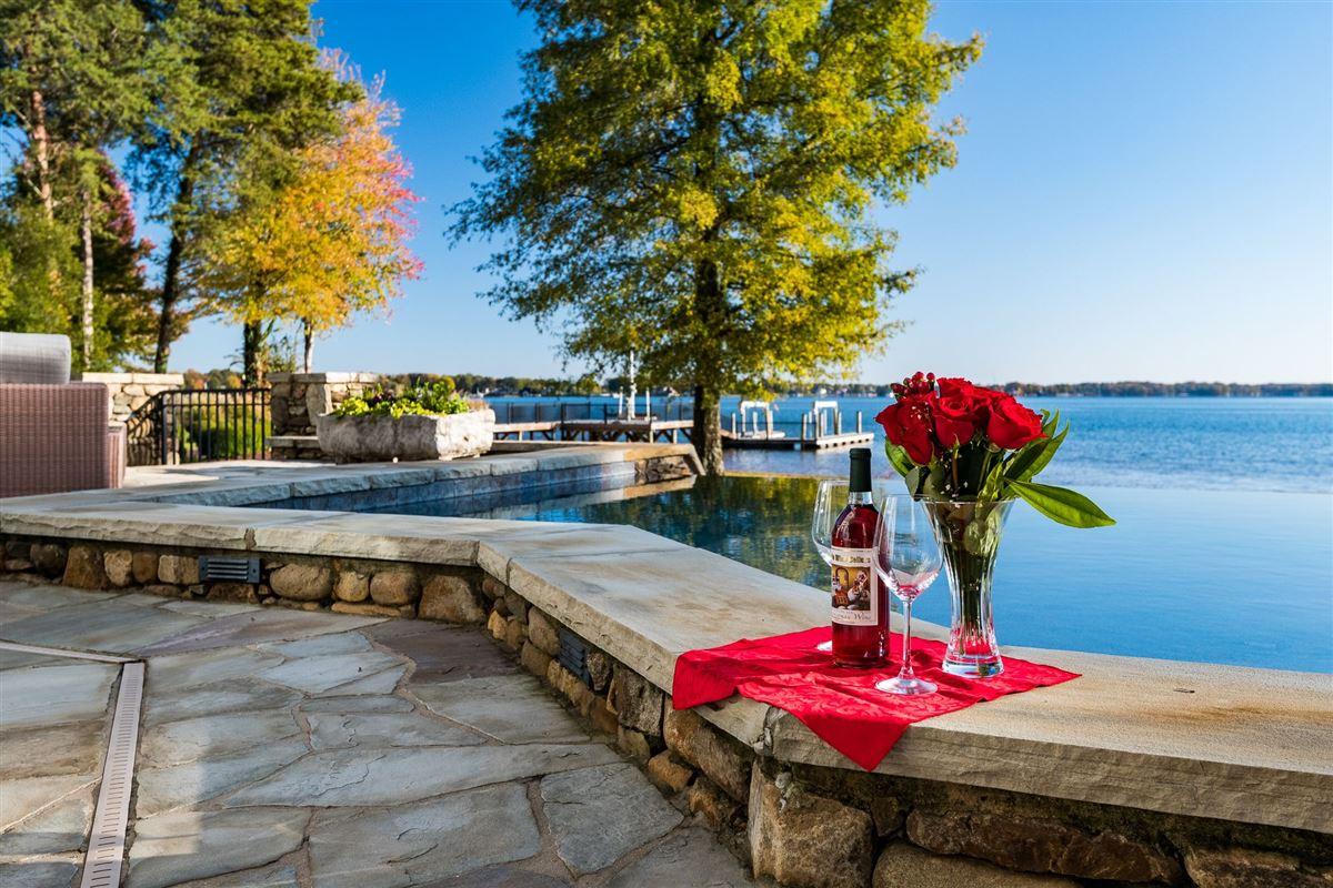 Luxury homes Moonshadows Estate