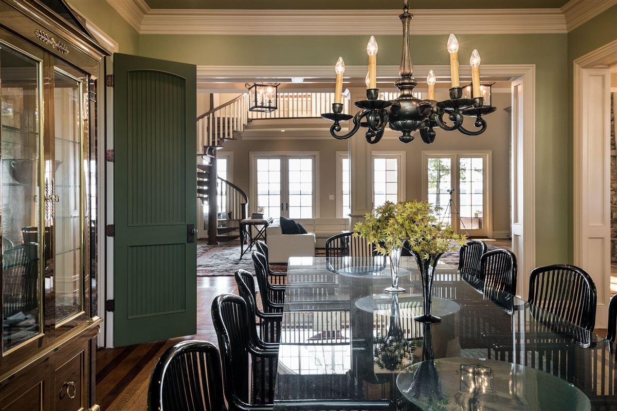 Luxury real estate Moonshadows Estate