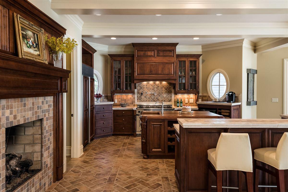 Luxury properties Moonshadows Estate