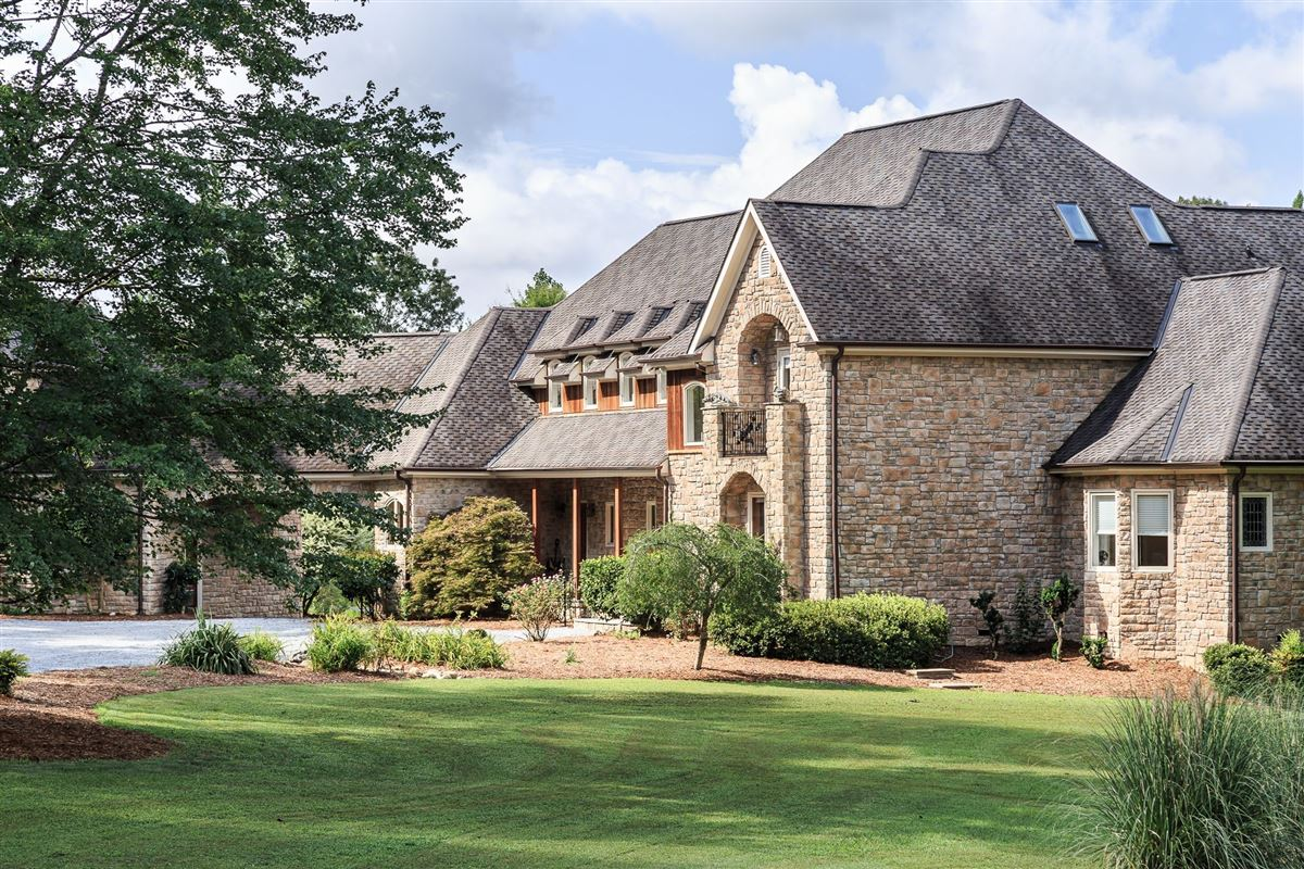 Luxury real estate French Provincial Estate on eight Acres