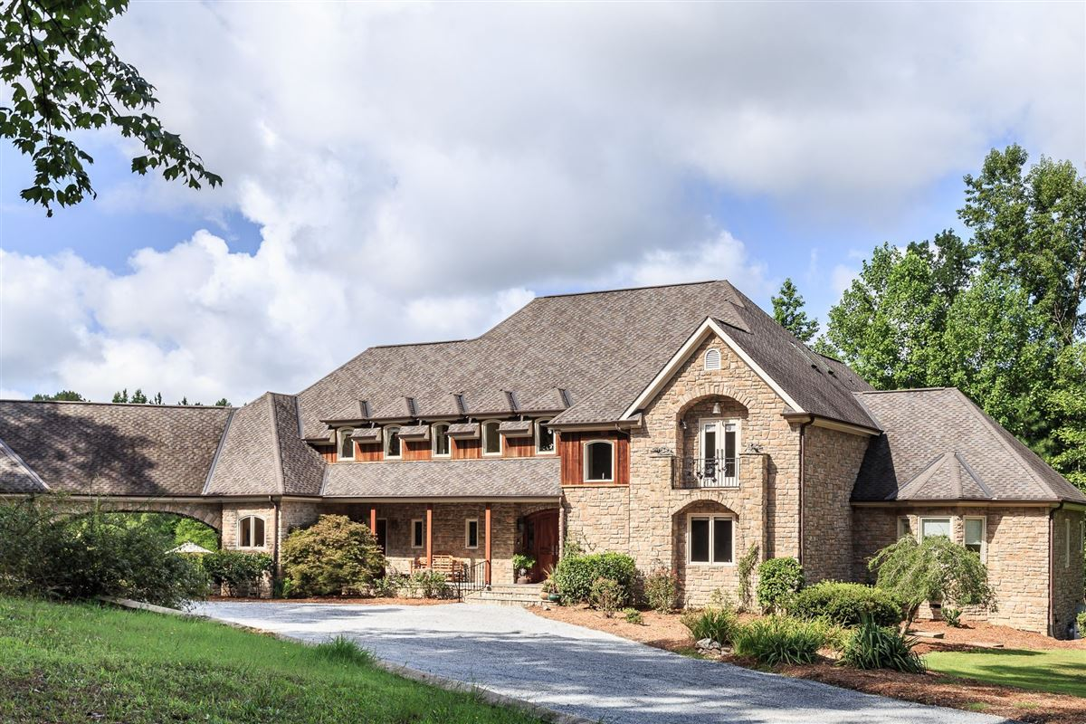 Luxury properties French Provincial Estate on eight Acres