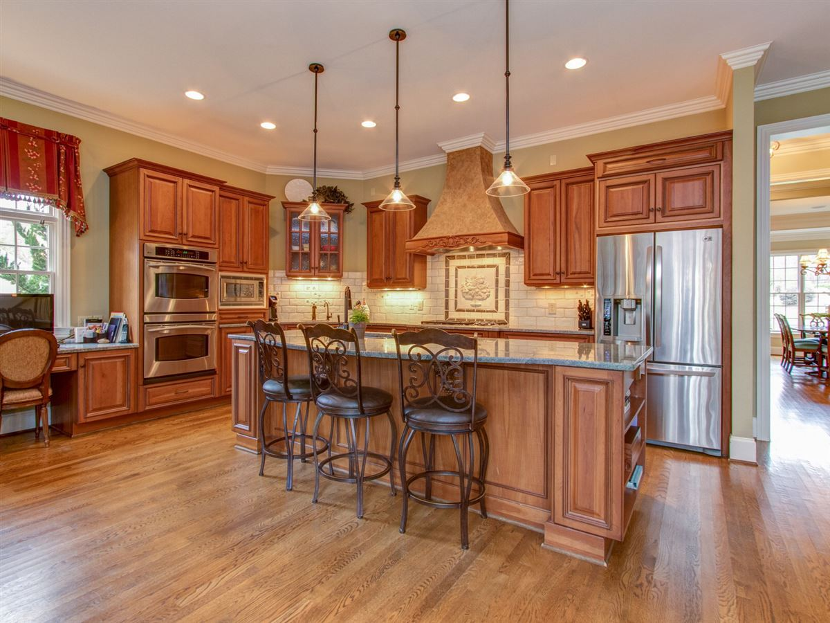 Luxury homes Highly desirable Northern Shores Estates home
