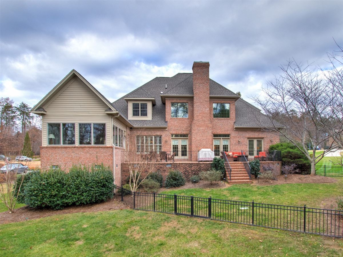 Highly desirable Northern Shores Estates home luxury homes