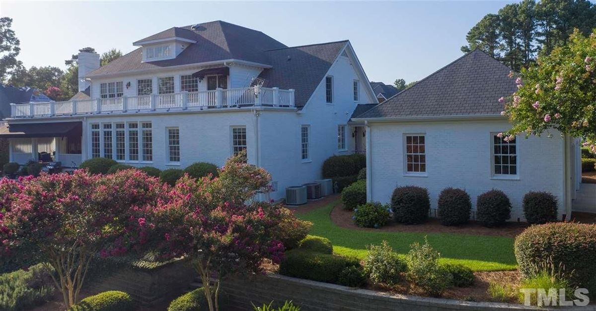 Luxury homes in Soothing views of Holt lake