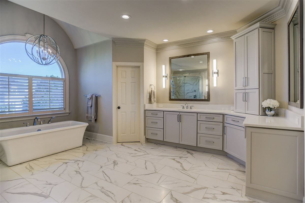 Mansions This showstopper offers Exquisite details and upgrades
